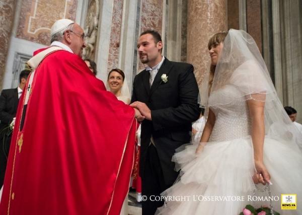Matrimonio Catolico Papa Francisco : Papa francisco habla sobre la dignidad del matrimonio
