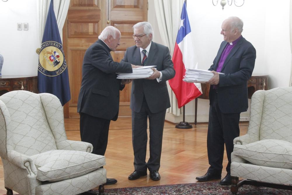 Iglesias cristianas entregaron a ministro del interior 600 for Nombre del ministro de interior