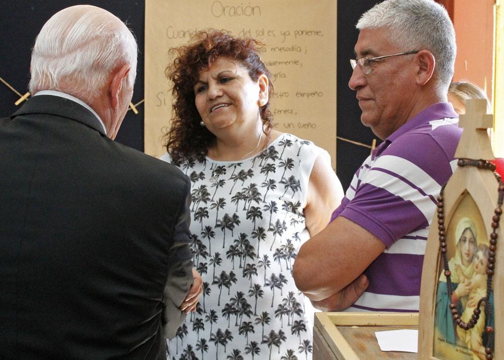 Jóvenes Misión País Cárcel oran por internos y sus familias